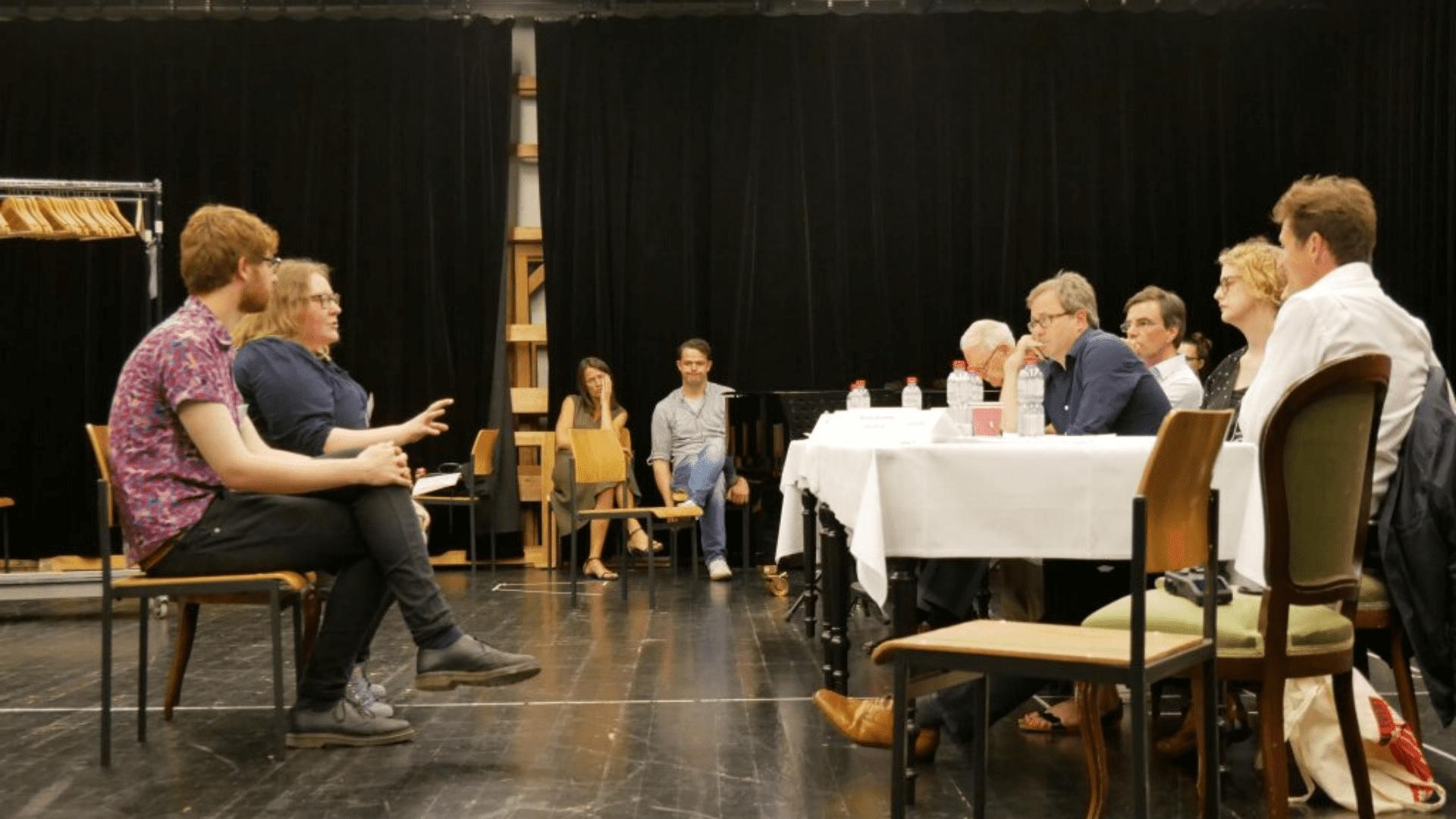 Die-Jury-befragt-die-Kanidaten